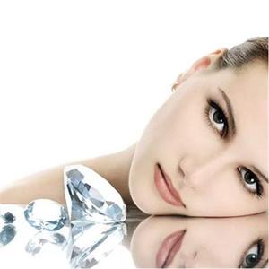 恒久魅力、璀璨夺目:盈月星语钻石手镯